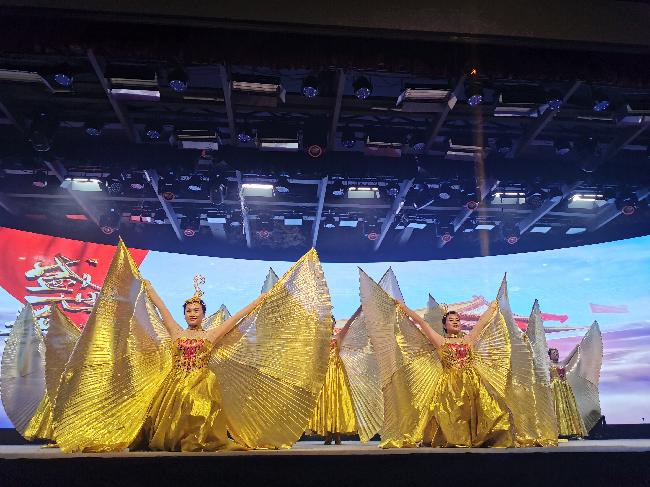 《欢歌迎盛世》 摄影:徐红