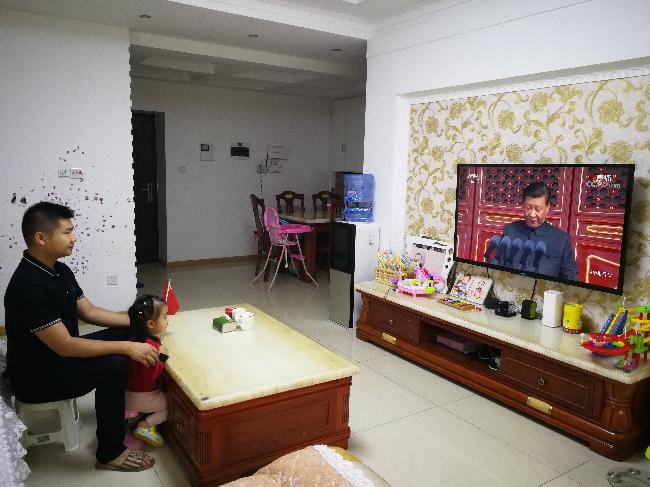 四川测绘地理信息局测绘技术服务中心干部职工在家收看庆祝中华人民共和国成立70周年大会2