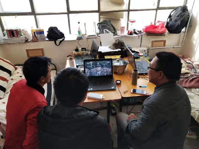 四川测绘地理信息局测绘技术服务中心西藏江孜测区外业职工集中收看庆祝中华人民共和国成立70周年大会2