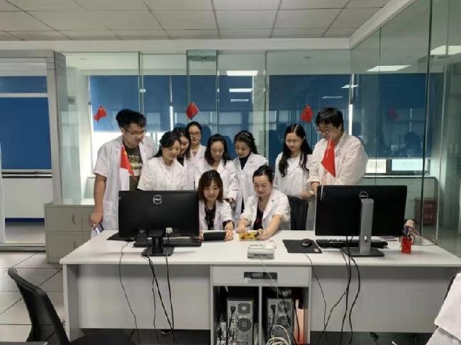 自然资源部第三航测遥感院内业职工收看庆祝中华人民共和国成立70周年大会