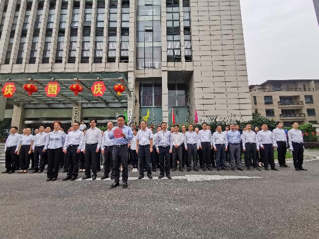 四川测绘地理信息局隆重举行升国旗仪式