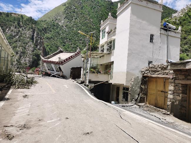 6月19日,房屋被泥石流冲倒 - 赵桢