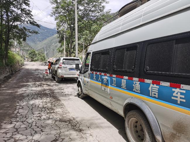 6月19日,应急测绘队伍赶往丹巴受灾一线 - 赵桢