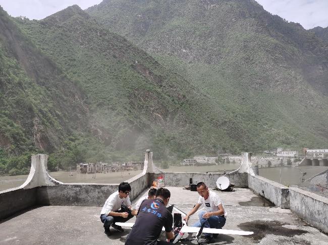 6月19日,应急测绘队员紧急组装无人机,为丹巴山洪泥石流灾害提供测绘保障 - 赵桢