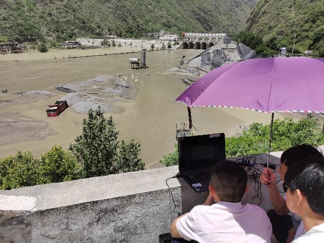 6月19日,应急测绘队员开展无人机航测工作 - 赵桢